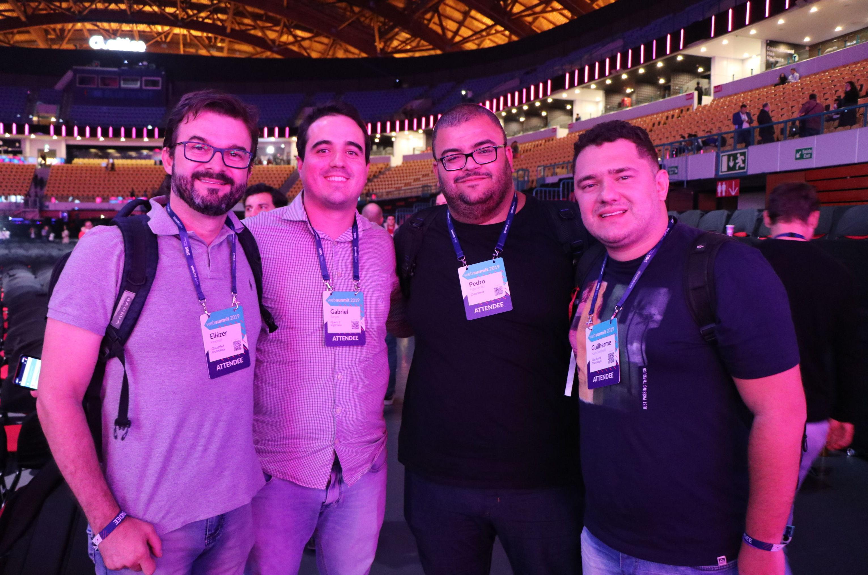 Da direita para a esquerda: Eliézer Pimentel, da CloudMed Technology; Gabriel Borges, da Quero 2 Ingressos; Pedro Figueiredo   e Guilherme Naldi Stefanelli da CloudMed Technology. Todos participam da Web Summit 2019, em Lisboa.
