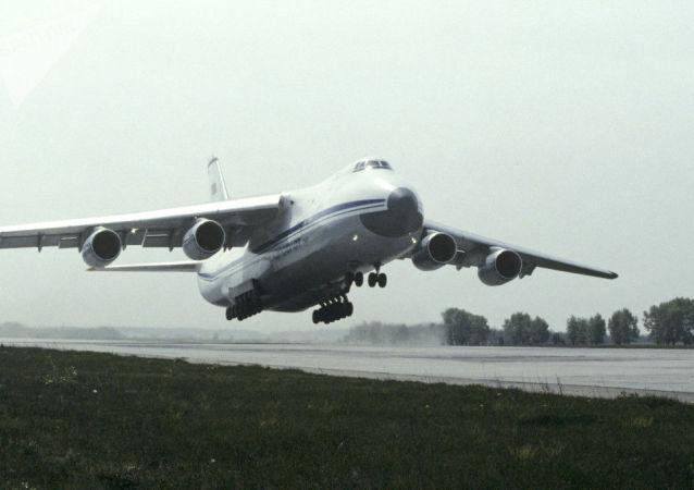 Avião soviético Antonov An-124