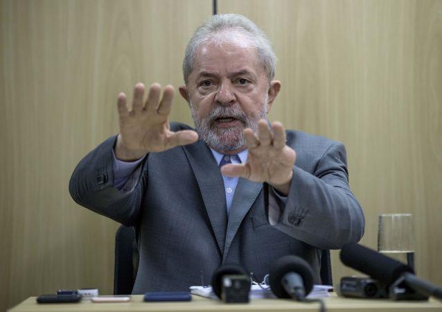 Ex-presidente Lula concede entrevista exclusiva à Folha e ao jornal El País, na sede da Polícia Federal, em Curitiba (PR), onde o petista está preso