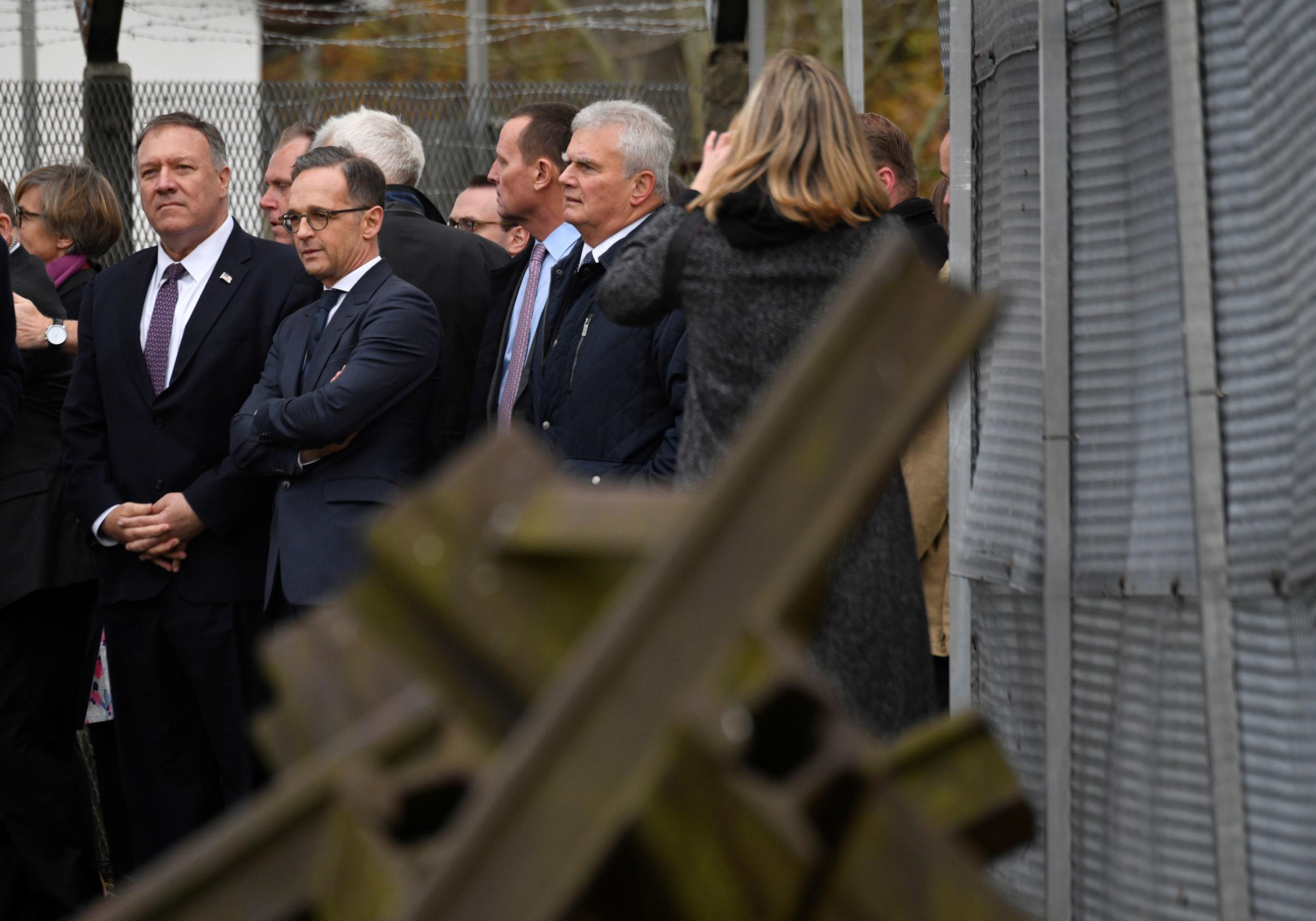 Secretario de Estado dos EUA, Mike Pompeo, e o ministro das Relações Exteriores da Alemanha, Heiko Maas, durante comemorações da queda do muro de Berlim, em 7 de novembro de 2019