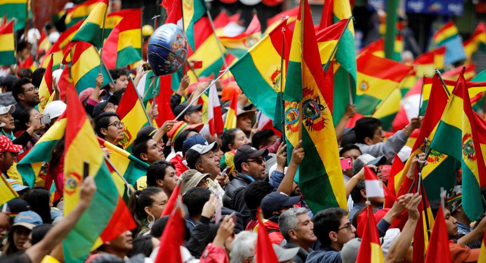 Manifestantes protestam contra o presidente Evo Moralez nas ruas de La Paz, capital da Bolívia