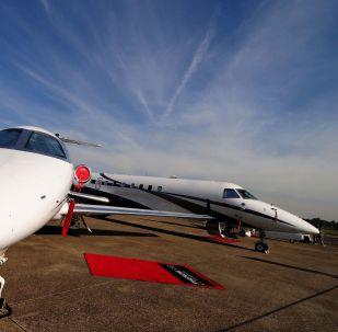 Aviões Embraer Phenom 300 e jato Legacy 600 na  no Expo Aero Brasil, em São José dos Campos (SP)