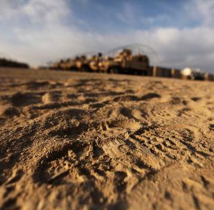 Pegada de bota militar em frente à base norte-americana no Iraque (foto de arquivo)