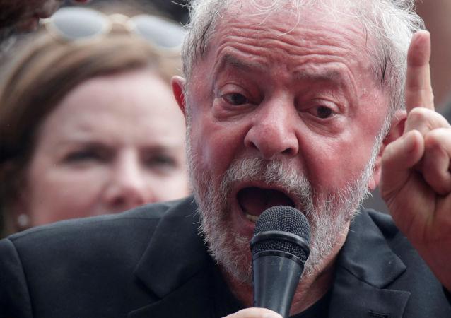 Ex-presidente Luiz Inácio Lula da Silva e a presidente do PT, Gleisi Hoffmann, durante comício em São Bernardo do Campo, em 9 de novembro de 2019