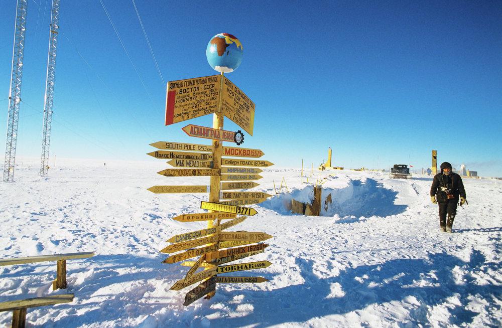 Sinais de distâncias na estação soviética de pesquisas antárticas Vostok, perto do Polo Sul magnético, em 1989