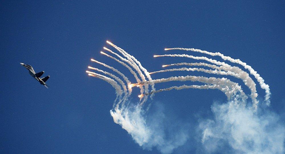 Grupo de pilotagem Sokoly Rossii durante concurso Aviadarts 2014