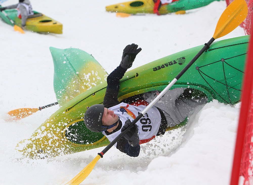 Snowkayaking ou snowboating