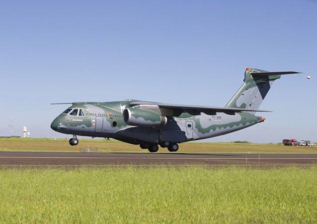 Embraer realiza teste de voo do novo cargueiro da FAB
