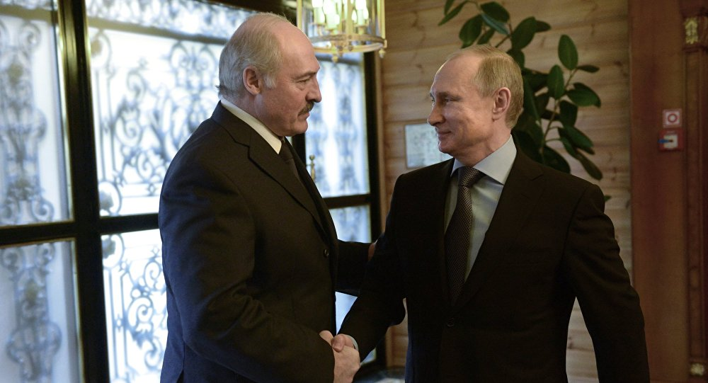 Aleksandr Lukashenko e Vladimir Putin