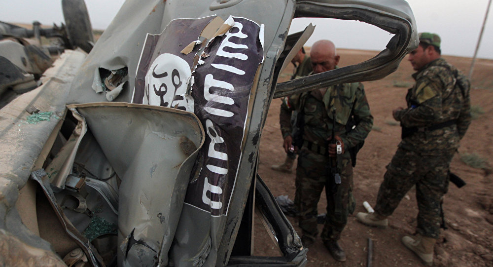 Automóvel do EI destruído durante um golpe aéreo