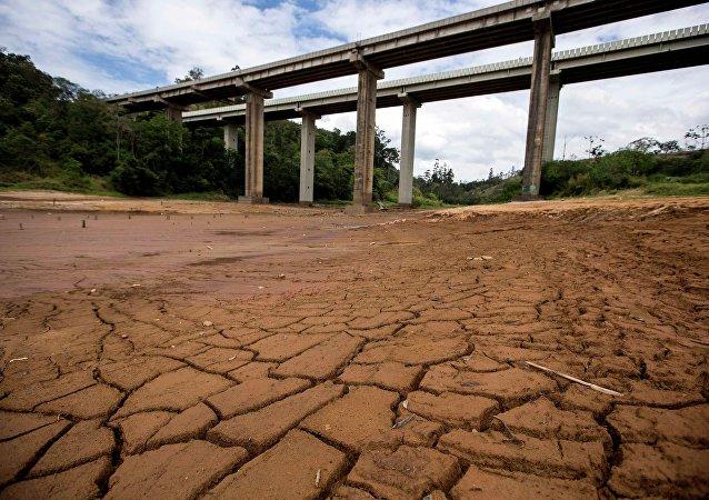 Rio seco em São Paulo.