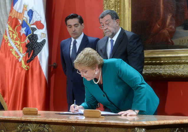 Presidenta do Chile, Michelle Bachelet, participa da posse de seus novos ministros