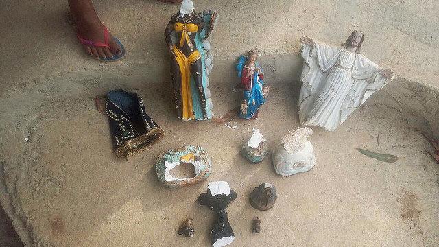 Imagens de santos ficaram completamente destruídas em São Joaquim de Bicas.