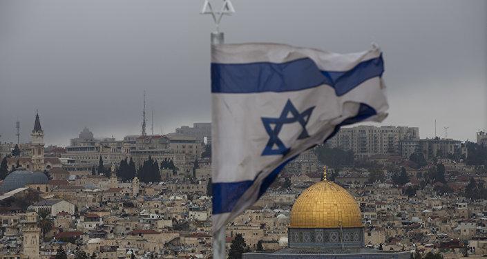 Militares israelenses derrubam míssil lançado da Faixa de Gaza