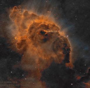Estrela Herbig-Haro 666 localizada na nebulosa de Carina