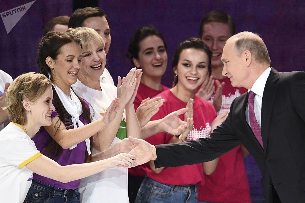 Presidente russo, Vladimir Putin, durante cerimônia do prêmio Voluntário da Rússia 2017 em Moscou
