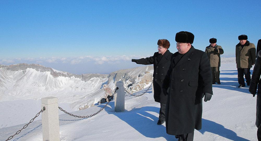 Kim Jong-un visita o topo da montanha sagrada Paektu
