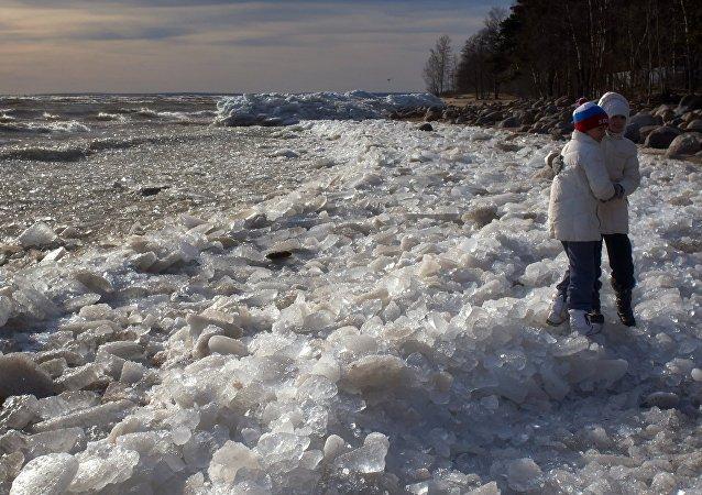 Zona costeira do golfo da Finlândia em São Petersburgo