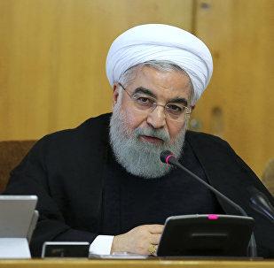 Presidente iraniano, Hassan Rouhani, falando durante uma reunião com os ministros em Teerã, Irã, 11 de outubro de 2017