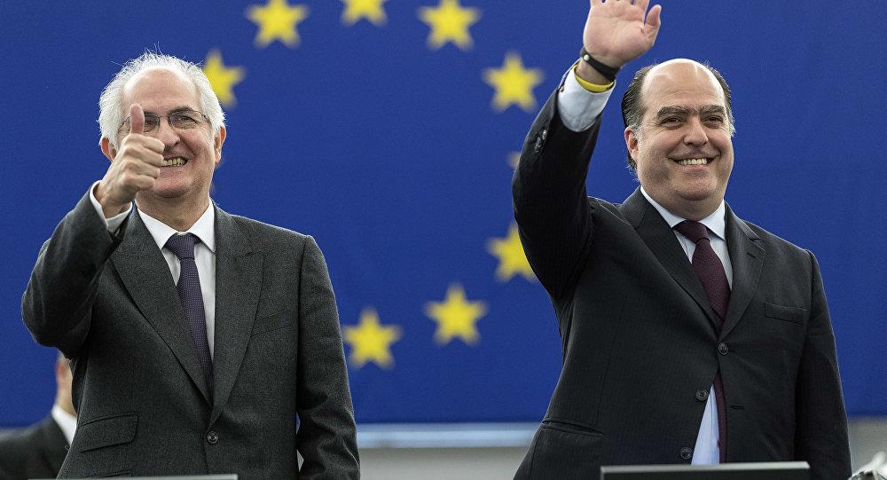 O presidente, Assembleia Nacional Venezuelana, Julio Borges, e o ex-prefeito de Caracas, Antonio Ledezma, recebem o prêmio Prêmio Sakharov para Liberdade de Pensamento da União Europeia.