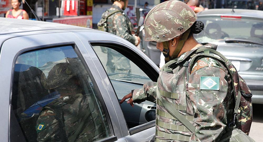 Exército faz operação na favela Nova Holanda, no Complexo da Maré, zona norte do Rio de Janeiro (arquivo)
