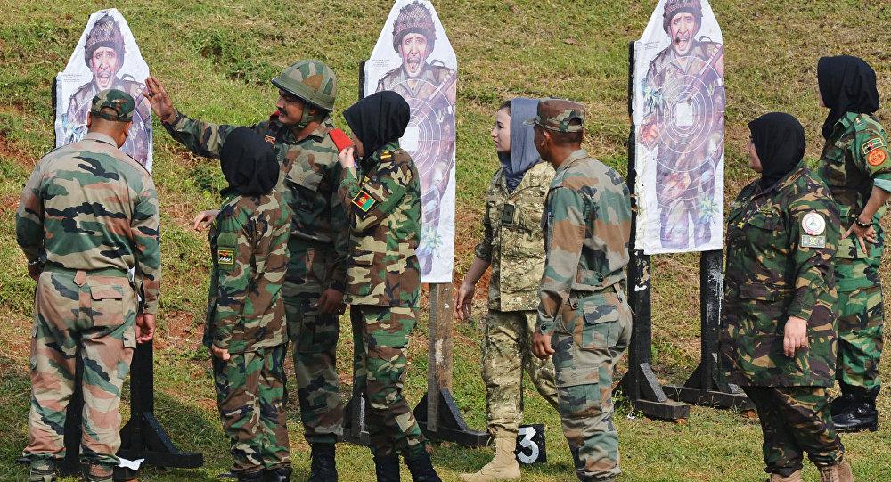 Militares do Afeganistão participam de treino na Academia de Treinamento de Oficiais de Chennai, na Índia