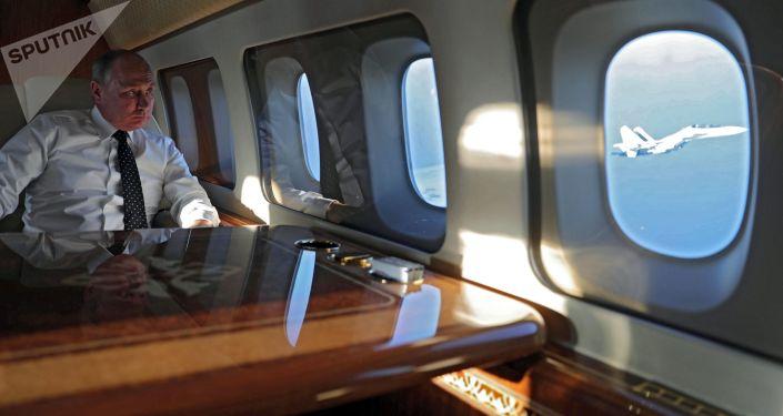 Presidente russo, Vladimir Putin, durante a viagem à base aérea de Hmeymim na Síria