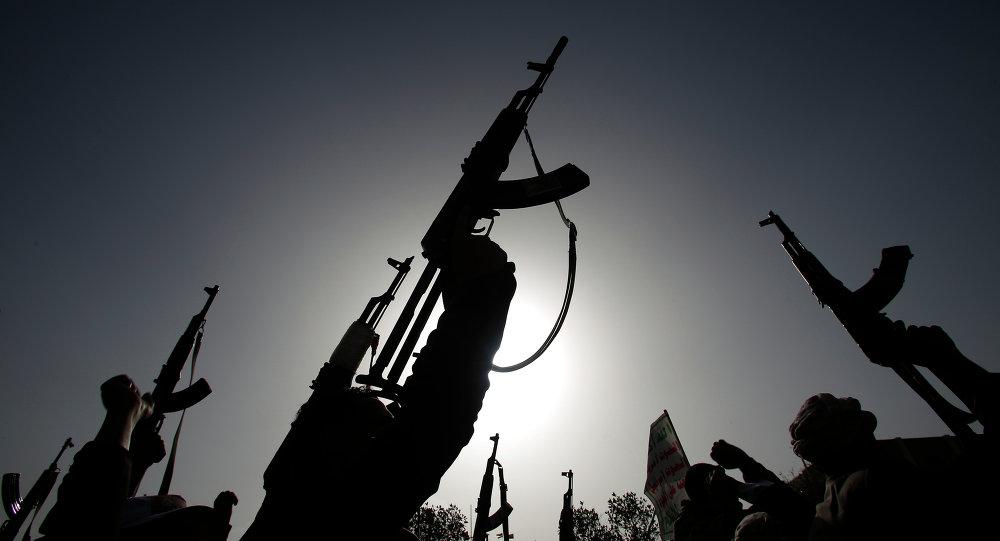 Rebeldes xiitas, conhecidas como houthis, protestam contra ataques aéreos sauditas
