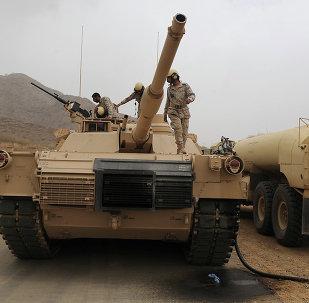 Soldados sauditas na fronteira entre a Arábia Saudita e o Iêmen