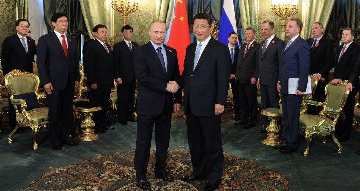 Presidente da Rússia Vladimir e presidente da China Xi Jinping em Moscou