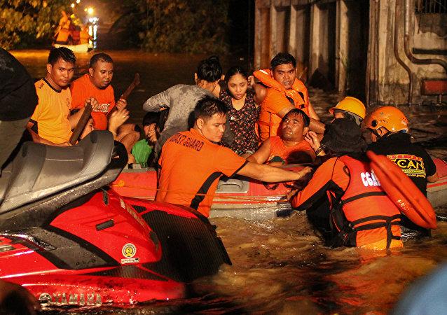 Operação de resgate após tempestade na ilha de Mindanao, nas Filipinas, 23 de dezembro de 2017