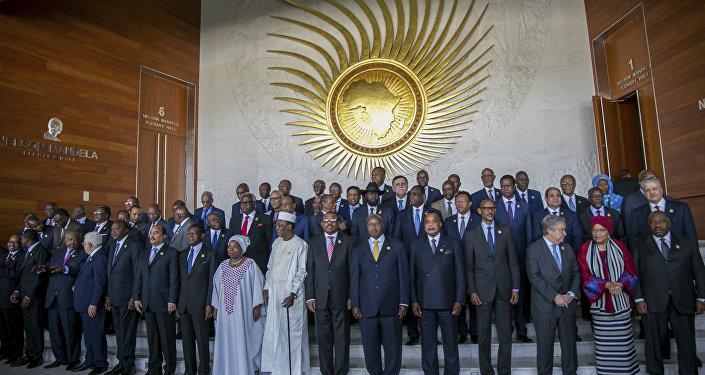 Participantes se reúnem para a foto da 28ª sessão ordinária da Assembleia da União Africana, em Adis Abeba, na Etiópia, na segunda-feira, 30 de janeiro de 2017 (AP Photo/Mulugeta Ayene).