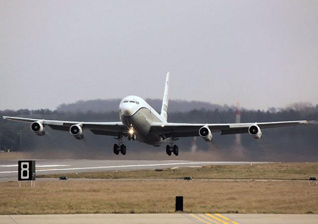 Boeing OC-135B em missão de vigilância do Tratado Céus Abertos