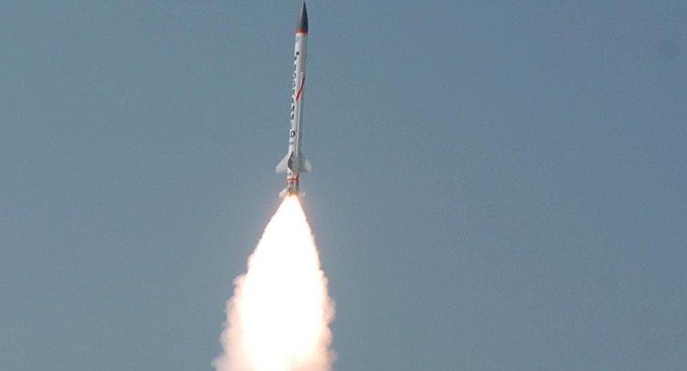 Lançamento de um míssil interceptor supersônico AAD