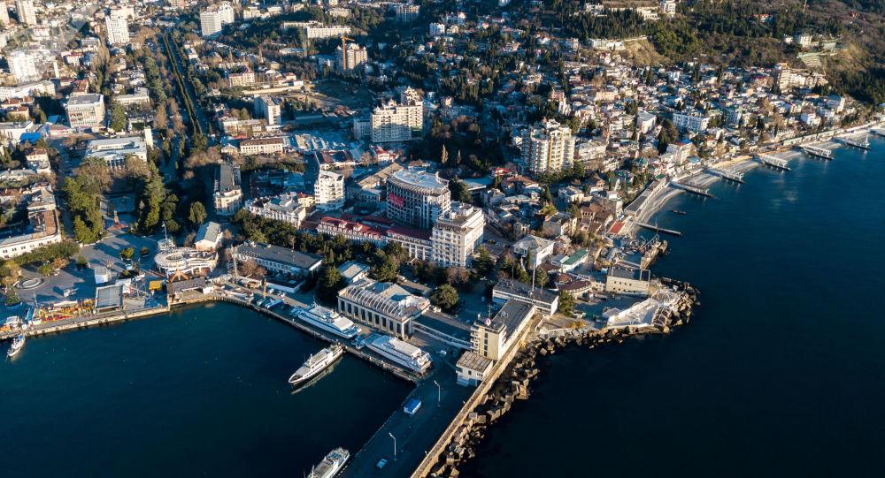 Vista aérea da cidade turística de Yalta, na Crimeia