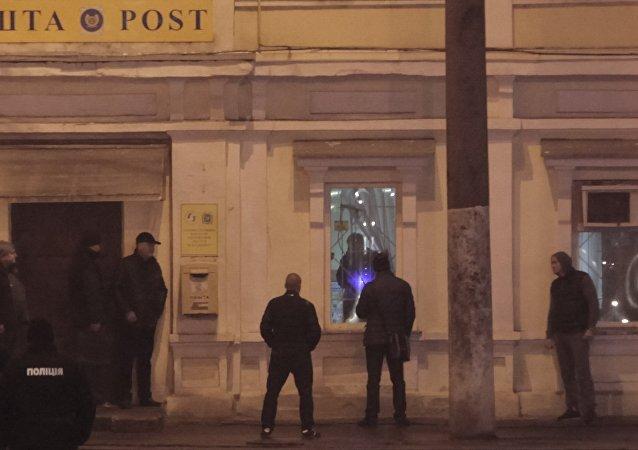 Polícia negocia com homem que fez duas crianças reféns em agência dos Correios, na Ucrânia. 30 de dezembro de 2017