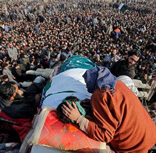 Funeral de Yawar Bashir. Segundo a imprensa local, era militante pela independência da Caxemira e foi morto em confronto com as forças de segurança da Índia.