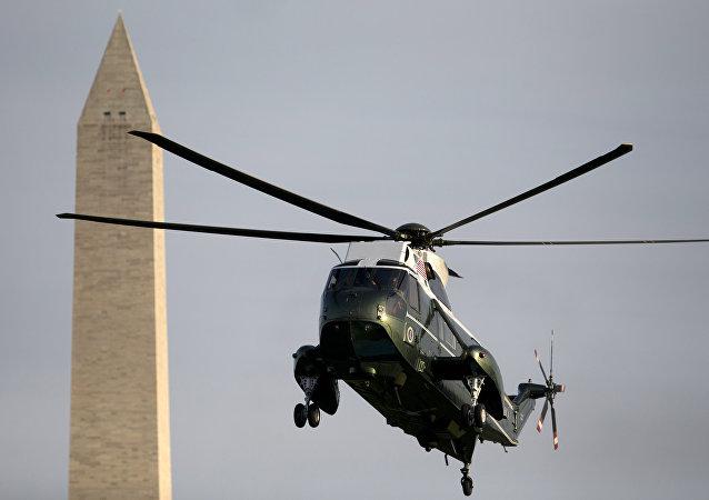 Helicóptero Marine One dos Estados Unidos, pousando em Washington
