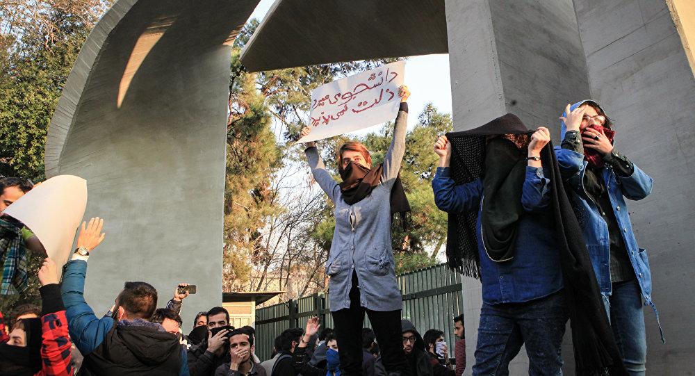 Irã acusa EUA e Arábia Saudita de provocar protestos
