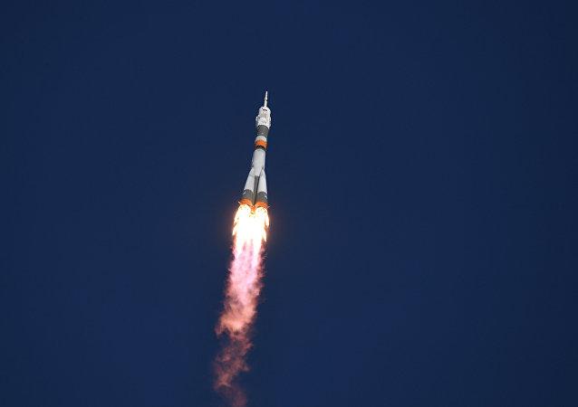 Lançamento do foguete portador Soyuz FG da nave espacial Soyuz MS-07 do cosmódromo Baikonur