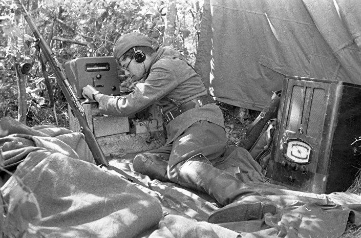 Operador de rádio soviético, 1942
