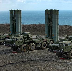Sistemas de defesa antimíssil S-400 russos na Crimeia