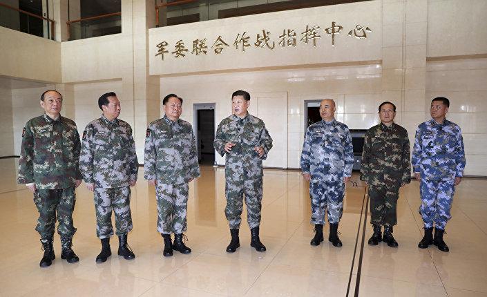 O presidente da China Xi Jinping visita o Centro de Comando de Batalha Conjunto da Comissão Militar Central