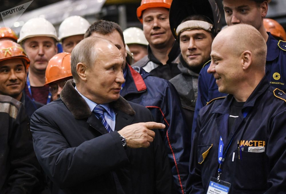 Presidente russo, Vladimir Putin, visita fábrica de vagões de Tver
