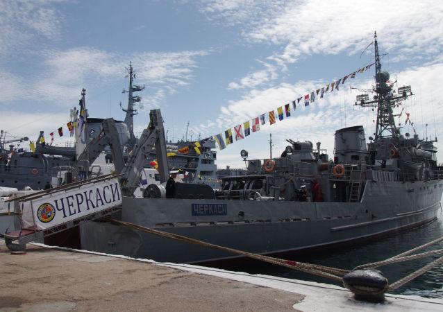 Navio varredor Chernigov ucraniano no porto de Sevastopol (foto de arquivo)