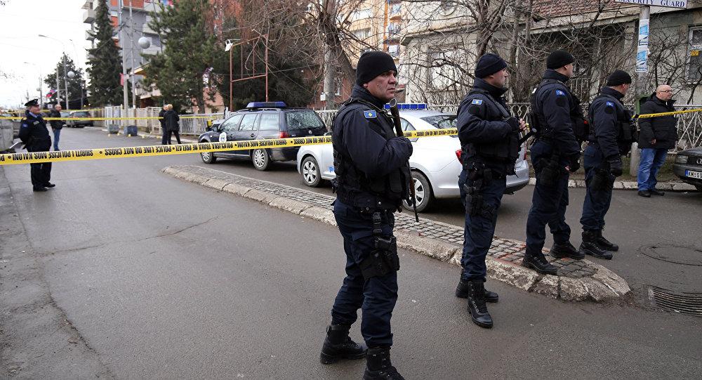 Polícia no local de assassinato do político sérvio Oliver Ivanovic em Mitrovica, Kosovo, 16 de janeiro de 2018
