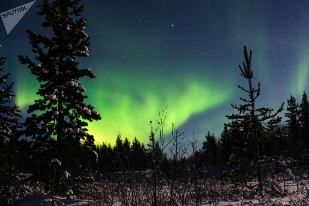 Aurora boreal nos arredores do povoado Lovozero, na região russa de Murmansk
