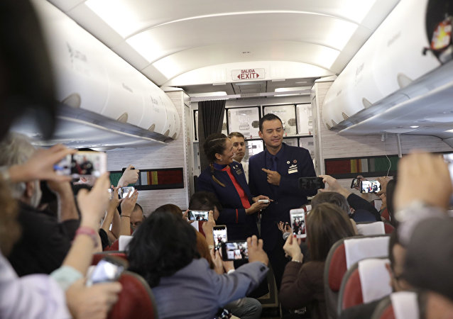 Papa celebra matrimônio durante voo no Chile