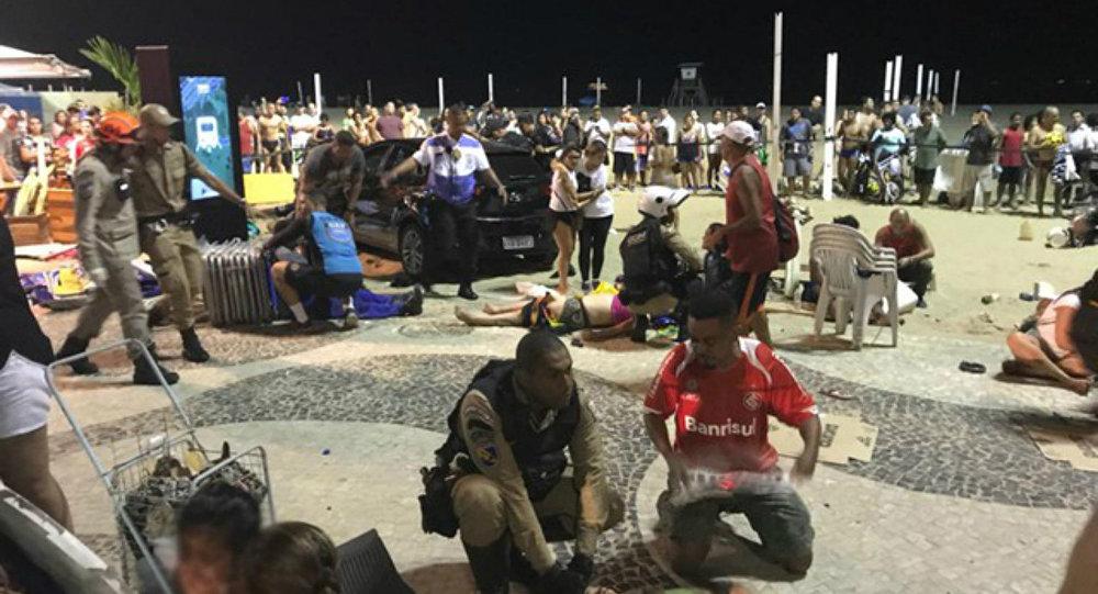 Resultado de imagem para Carro atropela 15 pessoas no Rio