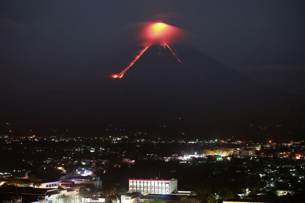 Erupção do vulcão Mayon, nas Filipinas